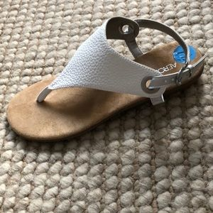 Aerosoles In Conchlusion White Thong Sandals